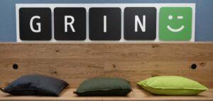 Vorschaubild: Sitzbereich mit Logo von GRIN