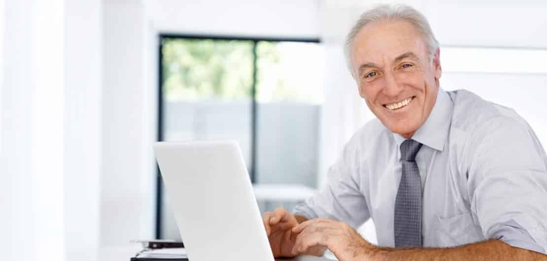 Vorschaubild: Fachbuchautor am Laptop