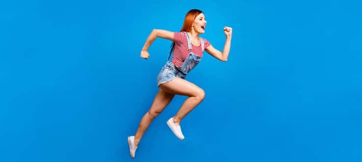 Bild, das Frau beim Laufen zeigt